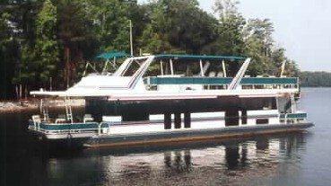 yachta-on-lake-norman