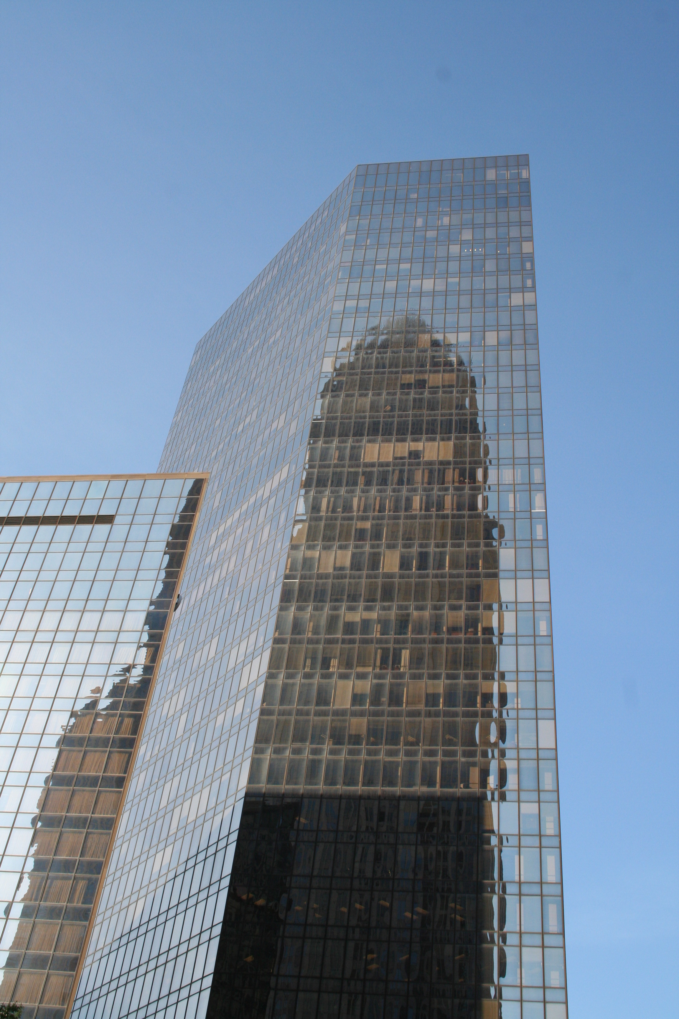 Bank_of_America_Plaza_with_Bank_of_America_Corporate_Center_reflection